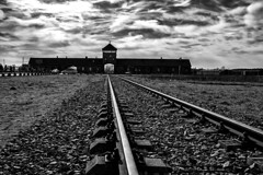 Viaje sin retorno (canonixus1) Tags: camposdeconcentracion vias cracovia tren nazis alemanes polonia