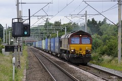 66-067-4O18-Tile-Hill-17-6-2019 (D1021) Tags: shed class66 66067 ews dbs dbschenker 4o18 intermodal freightliner tilehill tilehillstation coventry westmidlands d700 nikond700