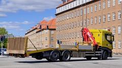 AL94779 (18.08.21, Harald Jensens Plads)DSC_8076_Balancer (Lav Ulv) Tags: 258393 iveco stralis stralis420 rigid yellow flatbed hmf hmfcrane loadingcrane læssekran e6 euro6 6x2 jmtrykluft fejeblad haraldjensensplads centralaarhus 2014 truck truckphoto truckspotter traffic trafik verkehr cabover street road strasse vej commercialvehicles erhvervskøretøjer danmark denmark dänemark danishhauliers danskefirmaer danskevognmænd vehicle køretøj aarhus lkw lastbil lastvogn camion vehicule coe danemark danimarca lorry autocarra danoise vrachtwagen