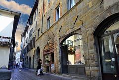 Street Oldtown Città Alta, Bergamo - Italia. (hanna_astephan) Tags: italia italy bergamo cittàalta piazzavecchia streetphotography narrowroad cloudysky travel tourism architecture history people viabartolomeocolleone piazzadellacittadella oldtown