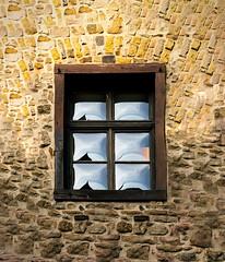 Stein & Glas (Sylsine) Tags: deutschland fenster stadt architektur stein spiegelung städte innenstadt sauerland abendlicht materialien menden