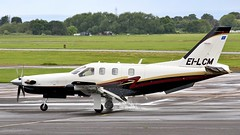 EI-LCM Socata TBM-850 (BIKEPILOT, Thx for + 5,000,000 views) Tags: eilcm socata tbm850 gloucestershireairport egbj staverton gloucestershire uk airport airfield aerodrome aircraft aeroplane aviation flight flying turboprop england britain