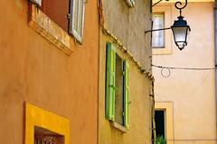 Los postigos verdes (Micheo) Tags: aixenprovence colores farola ventana blinds persianas ventanas windows pared composicion