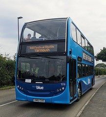 Vectis Blue 1518 is on Fairlee Road while on a Festival Shuttle to Yarmouth. - HW62 CAO - 17th June 2019 (Aaron Rhys Knight) Tags: vectisblue 1518 hw62cao 2019 fairleeroad newport isleofwight gosouthcoast goahead alexanderdennis enviro400