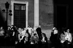 Entre sombras (ralcains) Tags: spain españa sevilla seville siviglia andalousia andalucia andalusia blackwhite blancoynegro bw blackandwhite schwarzweis noiretblanc greyscale monochrome monochromatic monocromatico monocromo canon eosr sigma 35mm shadows ngc calle fotografiadecalle street streetphotography