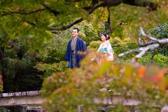 Enamorados (Alberto Nalda) Tags: enamorados amor paseo parque otoño hojas desenfoque bokeh pareja