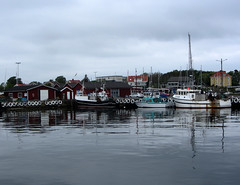 boats (helena.e) Tags: helenae öckerö husbil motorhome rv älsa water vatten spegling reflection