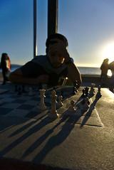 Una jugada (andresChac) Tags: ajedrez calle contraluz atardecer sunset photostreet street