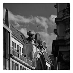 Take A Look Up (RadarO´Reilly) Tags: iserlohn mk märkischerkreis nrw germany architektur architecture fassaden facades dächer roofs rooftops sw schwarzweis bw blackwhite blanconegro monochrome noiretblanc zwartwit quadrat square