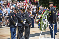 190614-A-IW468-251 (U.S. Department of Defense Current Photos) Tags: arlingtonnationalcemetery anc usarmy usa soldiers oldguard tog 3dusinfantryregiment secretaryofthearmy chiefofstaff commandsergeantmajor arlington virginia unitedstates