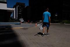 . (zbrzozowski) Tags: ulica fotografiauliczna street streetphoto streetphotography warsaw warszawa blue