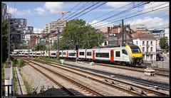 NMBS 08572 + 08042 @ Brussel-Schuman (Steven De Haeck) Tags: brussel bruxelles belgië belgique nmbs sncb am08 ms08 desiro siemens s8 s louvainlaneuve brusselzuid schuman lijn161