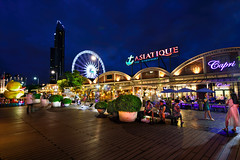 Evening at Asiatique, Bangkok Thailand (JJ Doro - Bangkok) Tags: light night mall asian thailand restaurant asia neon cloudy dusk thai ferriswheel dining chaophraya darksky asiatique park nightphotography nightlights