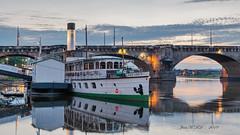 Schaufelraddampfer (JeanM.DD) Tags: dresden sachsen saxony dampfer schiff elbe augustusbrücke wasser wolken