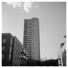 Green Dragon Estate (Jamie Langford) Tags: rolleiflex t35 120film brentford london analogue ilfordfp4