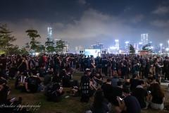 a beautiful night HongKongers (yipsinclair) Tags: hongkong hongkonginmyeyes streetphotography snap street city color urban 616 fujixphotography fujifilm fujix