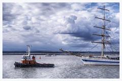 Remorqueur et trois mâts (M.G6) Tags: blue bleu ciel trois mâts gréement vieux russe remorqueur seine armada 2019 armada2019 honfleur le havre orange