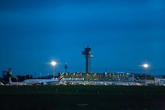 Düsseldorf Airport (Zaphod Beeblebrox 1970) Tags: night airport flughafen bluehour aviation blauestunde eddl düsseldorf dus