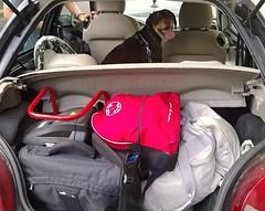 Quest'estate ce ne andremo al mare... (Aellevì) Tags: partenza viaggio bagagli cane