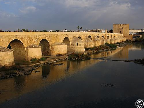 Puente sobre el río Guadalquivir en Córdoba