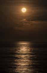 cobre (Mauro Esains) Tags: luna reflejos restinga reflexes reflejo espuma reflection otoño comodoro rivadavia costa colores llena nubes atardecer atlántico agua atlantic patagonia playa cobre