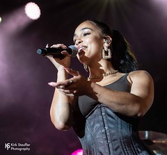 Jorja Smith @ WaMu Theater (Kirk Stauffer) Tags: kirk stauffer photographer nikon d5 adorable amazing attractive awesome beautiful beauty charming cute darling fabulous feminine glamour glamorous goddess gorgeous lovable lovely perfect petite precious pretty siren stunning sweet wonderful young female girl lady woman women live music concert show gig tour lights lighting singer vocals performer musician band group indie long brown hair brunette ponytail white teeth red lips blue eyes model tall short fashion style corset bustier cleavage portrait photo smile smiling english