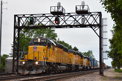 Northwestern Heritage (Robby Gragg) Tags: up sd40n 1972 des plaines