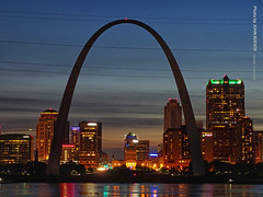 St Louis at Dusk, 15 June 2019 (photography.by.ROEVER) Tags: missouri vacation trip roadtrip summertrip weekendtrip 2019 june june2019 stlouis saintlouis stlouistrip illinois eaststlouis mississippiriver mississippiriveroverlook aftersunset dusk evening night sky lookingwest gatewayarchatnight skyline stlouisskyline stl downtownstlouis saintlouisskyline malcolmwmartinmemorialpark martinmemorialpark usa