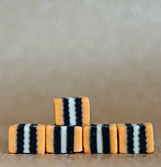 2019 Crazy Tuesday: 5 Orange Allsorts (dominotic) Tags: 2019 crazytuesday five 5orangeallsorts food confectionery lolly licoriceallsorts yᑌᗰᗰy foodphotography sydney australia