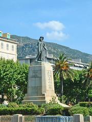 France, la Corse, place Saint-Nicolas le monument aux morts de 14-18 de Bastia (Roger-11-Narbonne) Tags: mer port place corse ile bateau bastia statue arbre palmier