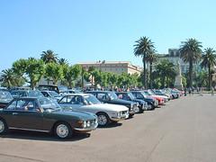 France, la Corse, colection de vieille voitures sur la place à Bastia (Roger-11-Narbonne) Tags: corse mer ile bastia port bateau place auto palmier