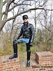 Leather Chaps (JeanLemieux91) Tags: hm chaîne tie corbata cravate muir cap gorra casquette rayban aviator aviateur jeans denim leather leder cuir cuero chaps gloves guantes pratt hart cop police duty search engineer boots bottes botas wesco boss domain langlitz columbia padded matelassé quilted acolchado jacket chaqueta blouson manteau abrigo coat spring primavera printemps may mayo mai 2019 stairs steps escaliers escalera spadina house south hill toronto ontario canada