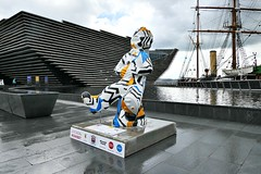 Oor Wullie and the V&A (eric robb niven) Tags: ericrobbniven scotland va museum discovery ship oor wullie dundee