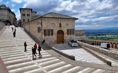 Umbria: Assisi, at the basilica (Henk Binnendijk) Tags: assisi umbria umbrië italy italia italië basilica