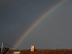 Regenbogen (onnola) Tags: koblenz arzheim rheinlandpfalz deutschland germany rhinelandpalatinate regenbogen rainbow himmel sky dach roof schornstein