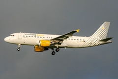 EC-JGM (PlanePixNase) Tags: amsterdam ams eham schiphol planespotting airport aircraft airbus 320 a320 vueling
