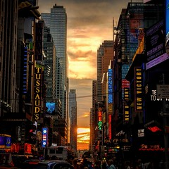 Tramonti newyorkesi..... Times Square..... Sunset from New York #newyork #newyorkcity #bigapple #now #place #placetobe #placetostay #incredible #estate2019 #2019 #manhattan  #instagram #wonderful #wonderful_places #unforgettable #incredible #indimenticabi (antonio.vanoli) Tags: sunrise instagram wallstreet unforgettable timesquare now wonderfulplaces place newyork placetobe nycdimps estate2019 incredible manhattan bigapple wonderful sunsetpics newyorkcity timessquare 2019 nyc sunriseporn indimenticabile skyporn placetostay