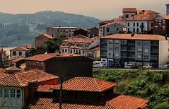 temp (493) Lastres.  Asturias. (blanferblanc) Tags: tejados edificio coches monte asturias ventana balcones
