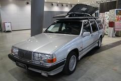 Volvo 960 Kombi with original Volvo roof box (1991) (Mc Steff) Tags: original volvo dachbox 960 kombi 1991 wagon stationwagon retroclassicsstuttgart2018 roofbox