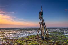 Krabbendijke! (karindebruin) Tags: krabbendijke nederland netherlands roelshoek zeeland zonsondergang boat bootje laagwater lowtide optdroge slik sunset mud art