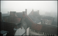 Foggy Roofscape (tatraškoda) Tags: analogue 35mm film nikon f5 kodak ektar epsonv600 england britain uk geotagged gainsborough lincolnshire dn21 roofscape marketstreet fog foggy mist
