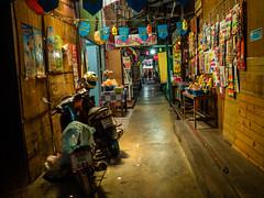 Walkway (Thanathip Moolvong) Tags: bangkok bangkokmetropolitanregion thailand