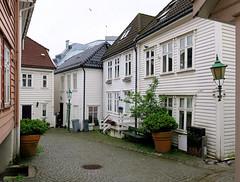 Badstustredet towards Grønnevollen in Marken (Odd Roar Aalborg) Tags: grønnevollen marken bergen cobblestone alley densely urban house facade wooden street