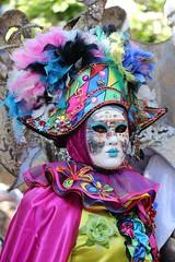 Les Féeries Vénitiennes 2019 (Thethe35400) Tags: venise vénitien vénitienne masque masques masqués carnaval venetian mask venetianmask maschera veneziana mascheraveneziana máscara veneciana máscaraveneciana robe robes costume costumes déguisement déguisements arlequin