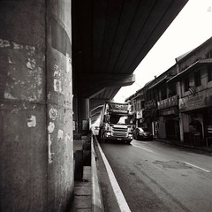。 (Ifitis) Tags: klang malaysia pentaconsixtl flektogon50mmf4mc ilfordfp4 125 120 blackandwhite 馬來西亞 巴生 黑白 shop carlzeiss