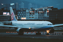 _MG_7064 (waychen_c) Tags: taiwan tw taipei taipeicity songshan shongshandistrict songshanairport tsa rcss airbus a330 a330300 chinaairlines b18302 ci222 aircarft airplane aviation airport runway dark night nightscape cityscape urban light skyline 台灣 台北 台北市 松山 松山區 松山機場 空中巴士 中華航空 華航