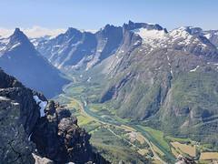 Romsdalseggen has great views.