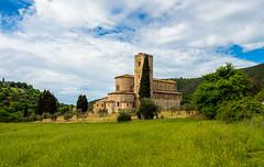 ¡Cuánta paz guarda el lugar! (Jesus_l) Tags: europa italia latoscana siena montalcino castelnuovodellabate abadíadesantantimo jesúsl