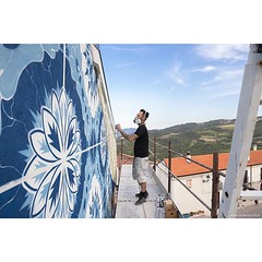 Painting with a view - @addfuel painting in Cività Campomarano with @cvtastreetfest. #wallkandy #addfuel #cvtastreetfest #streetart #art #mural #stencil #fb #f #t #p (Photos © Ian Cox - Wallkandy.net) Tags: wallkandy art photography ian cox gallery street graffiti document streetart canon