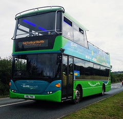 Southern Vectis 1111 is at Binfield Corner while on the East Cowes Festival Shuttle. - VDL 744 (Ex HW58 ASX) - 17th June 2019 (Aaron Rhys Knight) Tags: southernvectis islandbreezer 1111 vdl744 hw58asx 2019 binfieldcorner binfield newport isleofwight gosouthcoast goahead scanian230udomnicity